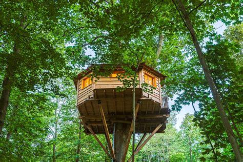 chambre cabane dans les arbres nuit insolite proche de nos cabanes