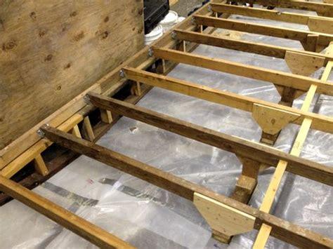 level floor  garage workshop  intermediate supports