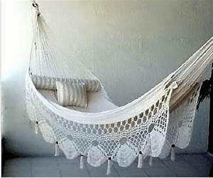 Summer Days: 12 Gorgeous Crochet Hammocks for Relaxation