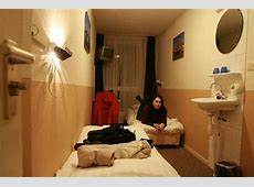 very small and dirty room Picture of Hotel Old Quarter