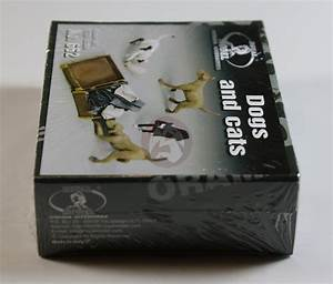Royal Model 1/35 Dogs & Cats with Open Suitcase full of ...