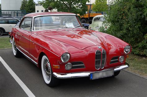 Top 10 Iconic Classic Cars from 1950 to 1959 Era