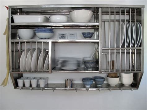 10 Dramatic Kitchen Designs With Stainless Steel Shelves