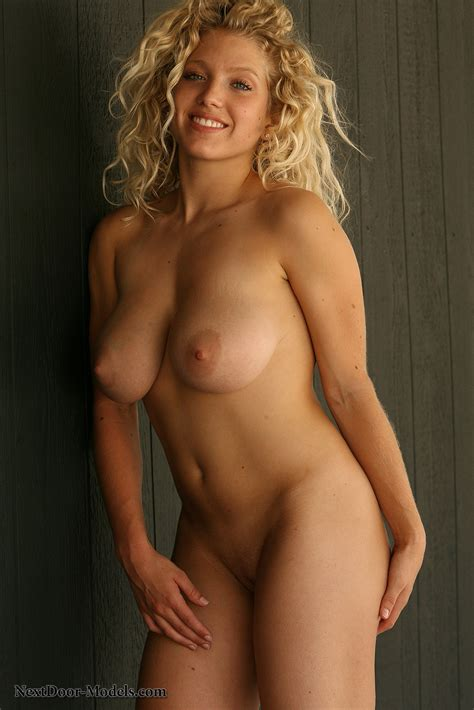 Blonde Cougar Amazes With Her Naughty Outdoor Nude Solo