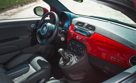 fiat 500 s interieur car and driver
