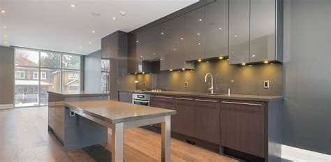 Amazing Modern Kitchen With Central