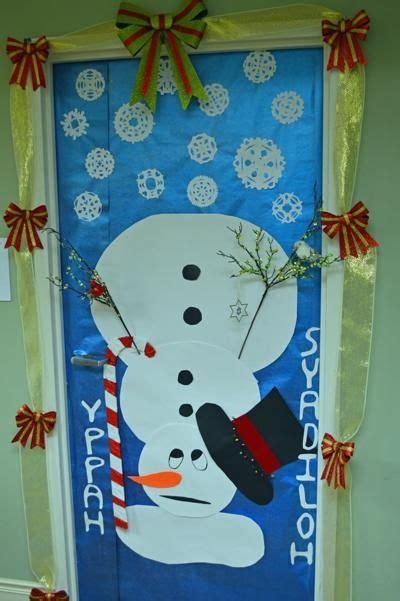 winning christmas door decorations best 25 door decorating contest ideas on