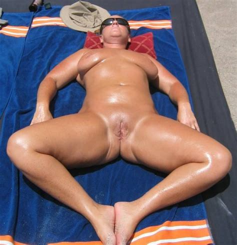 In Gallery Shaved Pussy Mature Spread And Showing Body Outdoorsbeach Side Picture