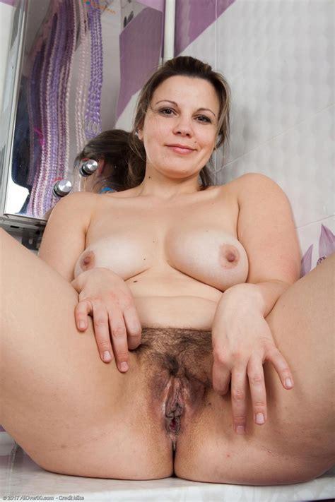 Ellariya Rose Hot Thick Housewife
