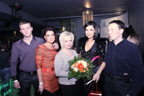 Samanta Tīna atrāda māsu, mammu un tēti - Vakara Ziņas ...