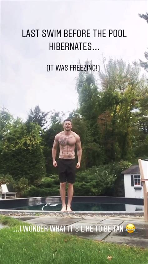 Chris Evans Goes Shirtless for Last Swim of the Summer ...