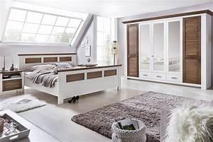 Schlafzimmer Landhausstil Weiß : schlafzimmer landhausstil laguna kiefer teilmassiv p05 ~ Markanthonyermac.com Haus und Dekorationen