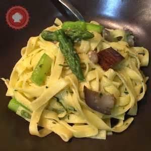 tagliatelles au beurre d ail asperges et aubergines