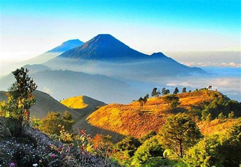 bukit  gunung berpemandangan indah  dieng