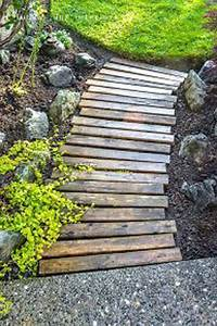 17 meilleures idees a propos de cloture de palette en bois With wonderful creer une allee de jardin 17 fabrication dune terrasse