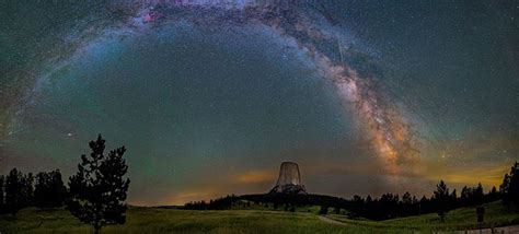 Astrophotographer Captures The Milky Way Shining All