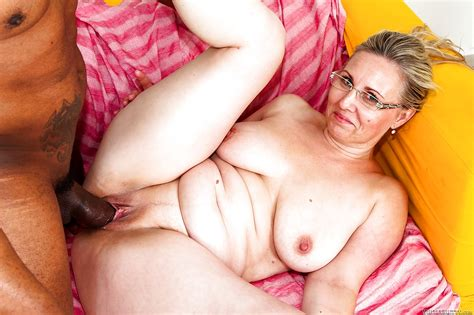 thick mom nicol g taking hardcore interracial fucking in glasses