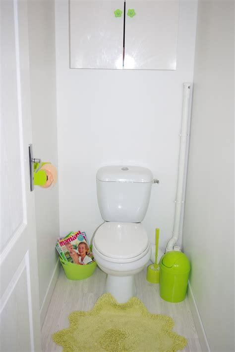 mes wc en vert anis et fushia tapisserie finie
