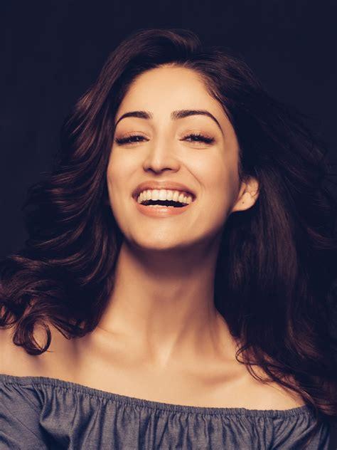 wallpaper yami gautam actress smile portrait