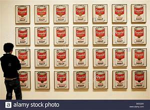 Andy Warhol Dose : besucher betrachten campbellsuppe suppe dosen von andy warhol museum of modern art new york ~ One.caynefoto.club Haus und Dekorationen