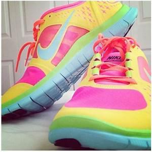 Nike Shoes: Nike Shoes Women Colorful