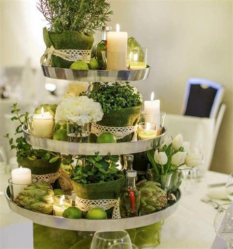 Kräuter, Limetten Weiße Blumen Und Zierkohl Auf Dem
