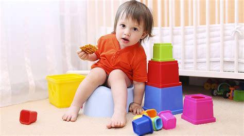 quand mettre bebe sur le pot r 233 ponse d expert quot quand j essaye de mettre mon fils de deux ans sur le pot il ne fait rien
