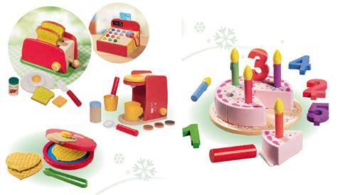 jouet de cuisine pour fille des jouets en bois arrivent chez lidl pour noël mais