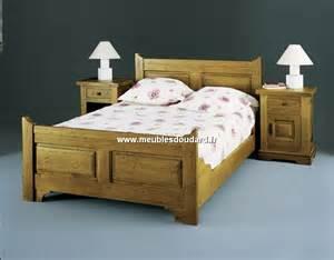 Lit En 160x200 : bois de lit en bois massif lit rustique en chene massif ~ Teatrodelosmanantiales.com Idées de Décoration