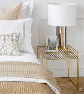 schlafzimmer gold zara home schlafzimmer einrichten mit zara bettwäsche und designer nachttisch in gold und