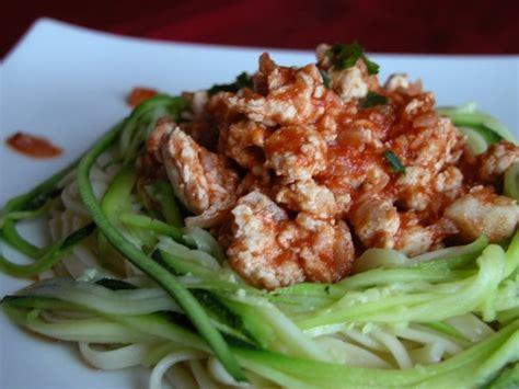 comment cuisiner les courgettes spaghettis recette de spaghettis de courgettes et leur hachis de