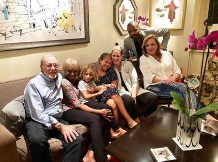 foto de Renee Greenstein Husband Justin Meet Their Grandkids and