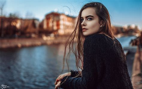 Beautiful City Girl In Sweater Photography Wallpaper