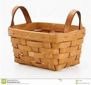 Petit Panier En Osier : un petit panier en osier image stock image du isolement ~ Dallasstarsshop.com Idées de Décoration