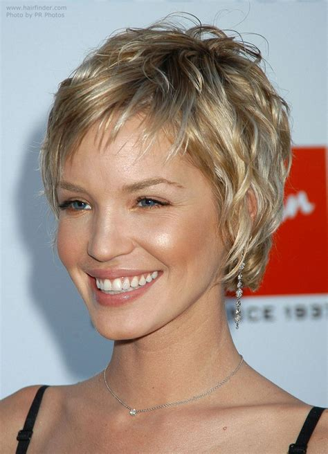 ashley scott sporting   short layered hairstyle