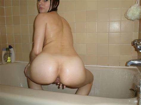 Charming Lady Natural Butt And A Foamy Bathtub