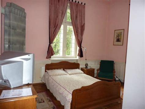 canapé sous fenetre lit sous la fenêtre photo de vila retezat sinaia