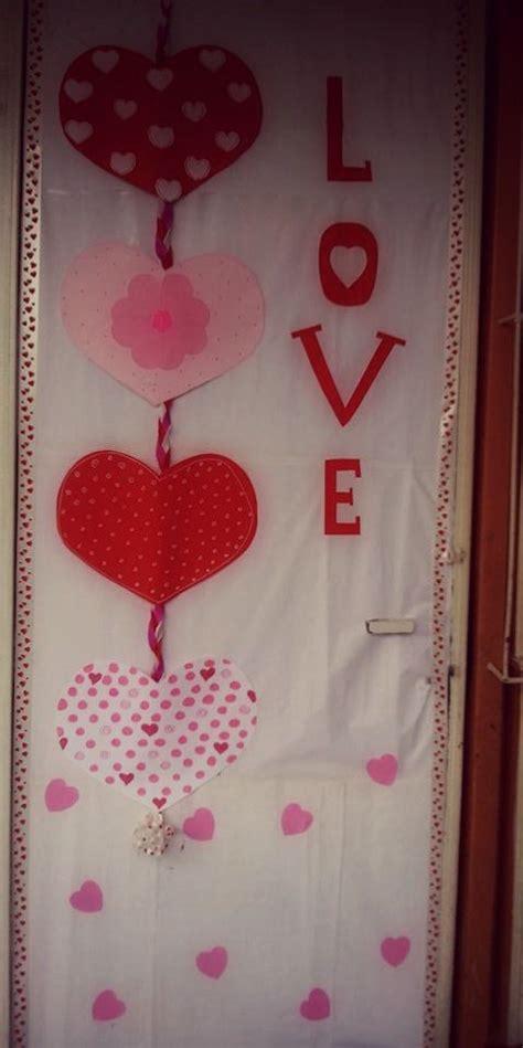 puerta decorada por el  del amor  la amistad