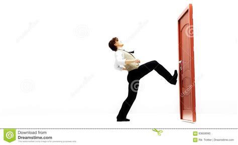 coups de pied dans la porte illustration stock image 83658990