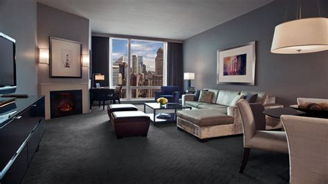 luxury hotels  downtown chicago trump hotel chicago deluxe suites chicago suites