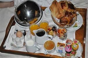 Petit Dejeuner Au Lit : petit dejeuner au lit photo de le saint alexis saint gilles les bains tripadvisor ~ Melissatoandfro.com Idées de Décoration