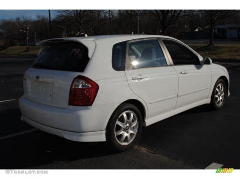 2005 Clear White Kia Spectra 5 Wagon #58915446 Photo #6