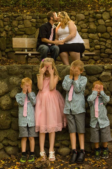 Family Pictures With Backdrop by 7 Creative Family Portrait Ideas You Can Make Your Own