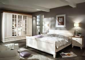 schlafzimmer landhaus landhausmöbel schlafen schlafzimmereinrichtung aus pinie