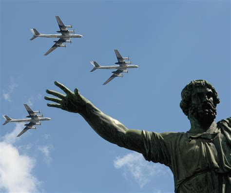 F-22 Fighter Jets Intercept Russian Bombers Flying Near