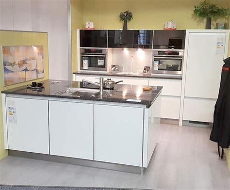 Brigitte-musterküche Grifflos Küche Ohne Geräte Und