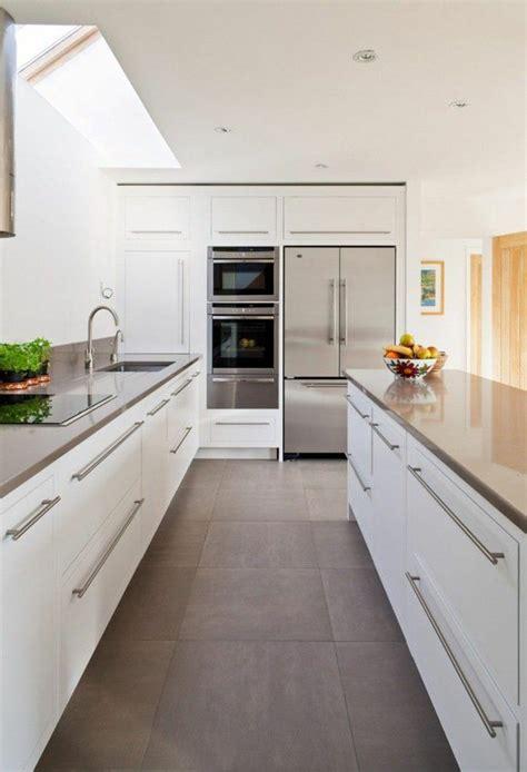 Weiße Küche Graue Wand by Die Besten 25 K 252 Chenfliesen Ideen Auf Metro