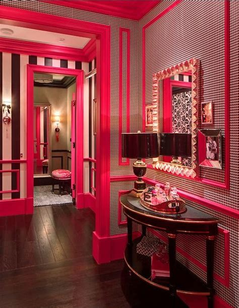 Monochrome House With Secrete Utility Room by Secrets Store Pesquisa Arquitetura