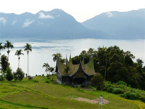 danau terindah  indonesia wisata air
