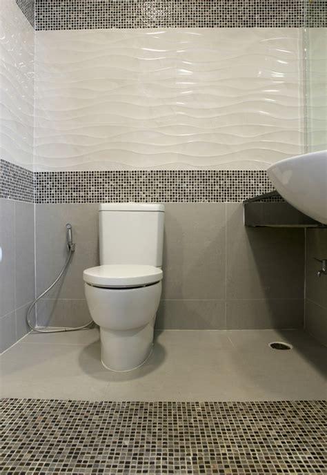 toilette fliesen  gehts   schritten